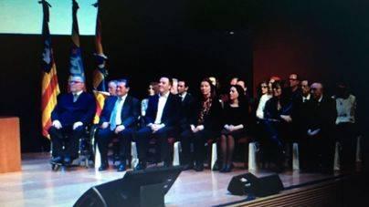 El Govern entrega los premios Ramon Llull y las Medallas de Oro de la Comunidad 2017