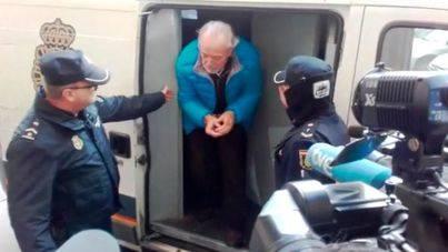 Cursach pasa la primera noche en prisión, donde ingresó de forma preventiva acusado de 16 delitos