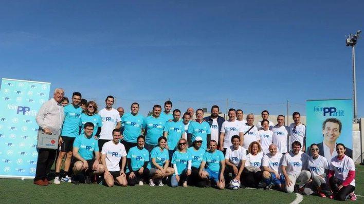 Company presenta su campaña FeimPPartit con un partido de fútbol en el que reclama un PP fuerte