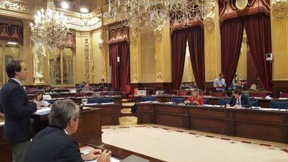 Podem deja el Parlament cuando habla Álvaro Gijón y le llama