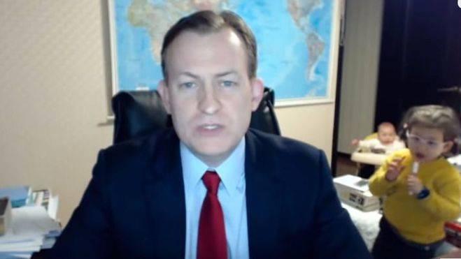 La entrevista más divertida de la BBC: interrupción infantil en directo