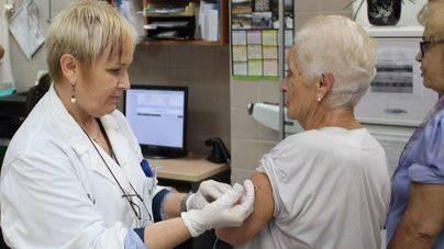 Balears entre las comunidades menos protegidas por la vacuna de la gripe en mayores