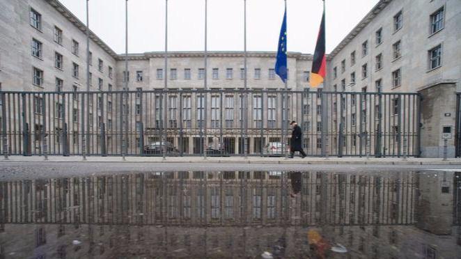 Desalojado el ministerio de Finanzas alemán por un paquete sospechoso