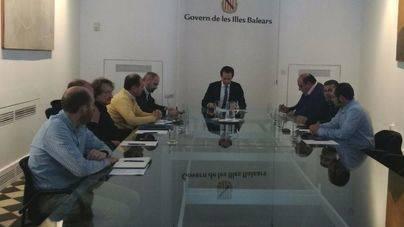 Pons cierra hoy con los taxistas el acuerdo sobre el bus del aeropuerto