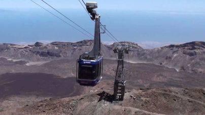 Cien turistas pasan la noche en la cima Teide atrapados por una avería