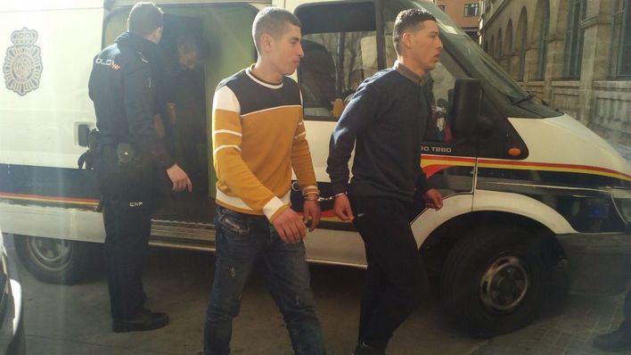 Los detenidos, a su llegada al juzgado