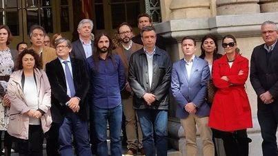 Diputados de todos los grupos a las puertas del Parlament