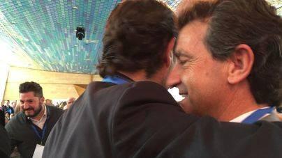 El abrazo de Company y Bauzá rebaja la tensión en el arranque del Congreso