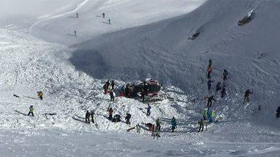 Al menos 8 adolescentes muertos por una avalancha de nieve en Japón