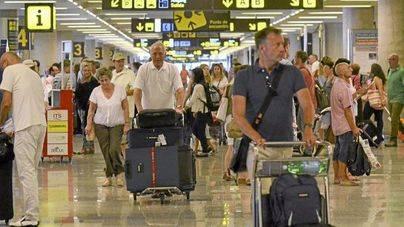 Los policías advierten de colapso en los controles del aeropuerto de Palma si no se refuerza la plantilla
