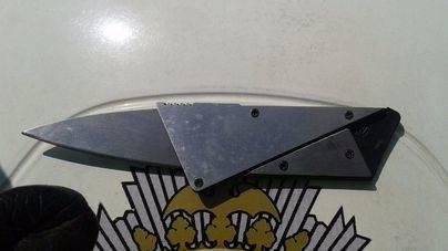 La Policía decomisa un artefacto que se convierte en un cuchillo peligroso
