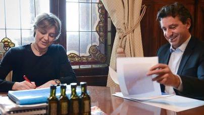 Company se reúne con la ministra de Agricultura para tratar el problema de la 'Xylella' en Balears