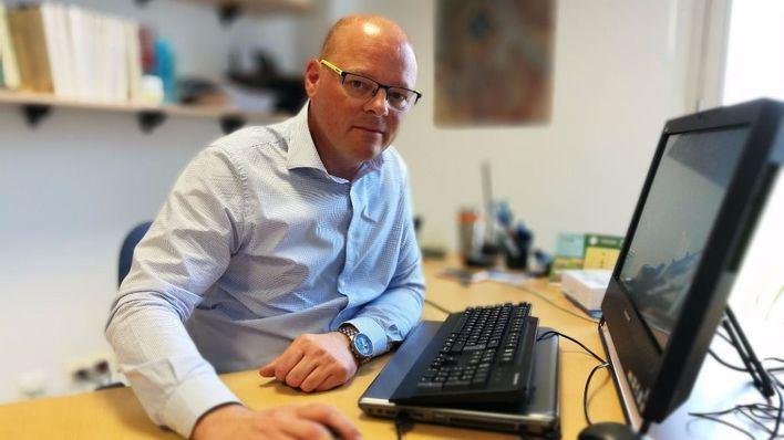 Antoni Riera en su despacho de la Universidad