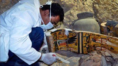 Descubierta en Luxor una tumba con 8 momias