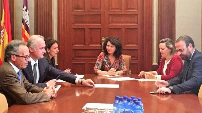 Reunión de los representantes de la FEHM con la secretaria de Estado