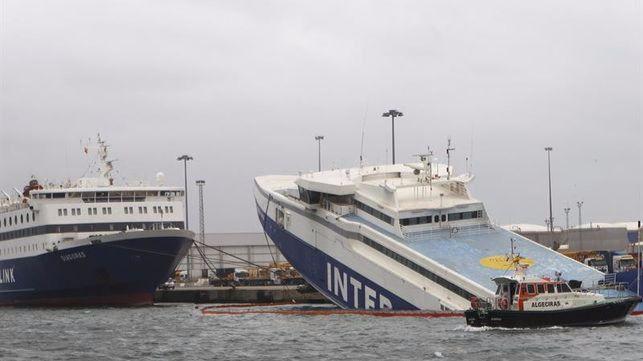 El temporal hunde un buque en Algeciras