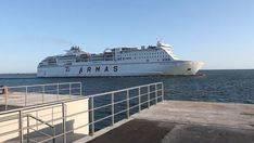 Espectacular choque de un ferry contra el muelle en Las Palmas