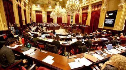 Minerval y los contratos de Més centrarán el pleno del Parlament