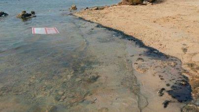 Plan de Contingencia en Formentera por un vertido de gasoil al mar