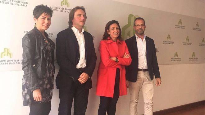 Joan Miralles e Inma de Benito, en el centro
