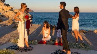 La moda de casarse descalzo caminando sobre cristales