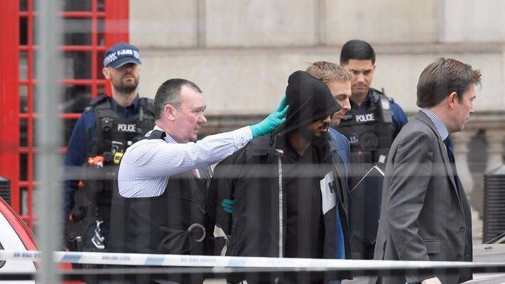 Detenido un hombre con cuchillos por planear un atentado en Westminster