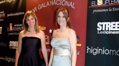 La directora de marketing Cristina Garcia (izda.) recogió el premio