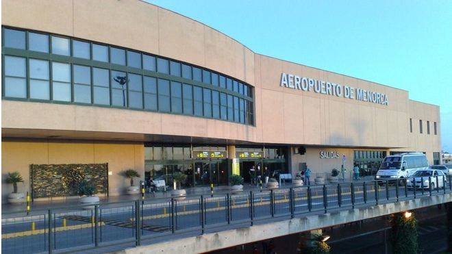 Las limpiadoras del Aeropuerto de Menorca harán huelga indefinida