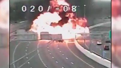 Un fallecido en una espectacular explosión en una autopista de EE.UU.
