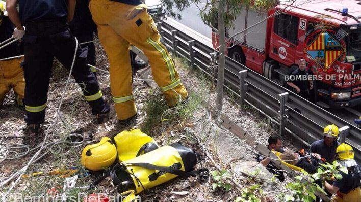 Una mujer es rescatada tras pasar la noche en un bancal de la autopista