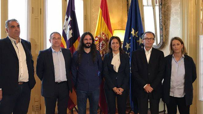 Los hoteleros solicitan a Baltasar Picornell participar más en las actividades del Parlament