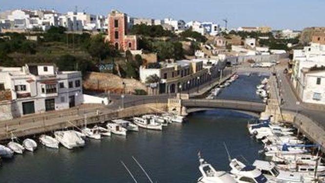 """El port de Ciutadella registra una """"rissaga"""" de más de 1 metro"""