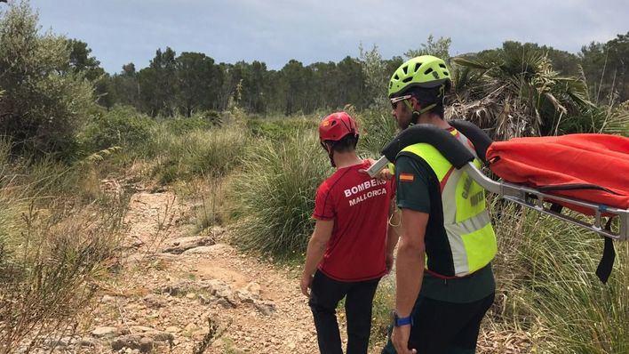 Rescatada una inglesa en cala Sant Vicenç después de quedar inmóvil por un golpe de calor