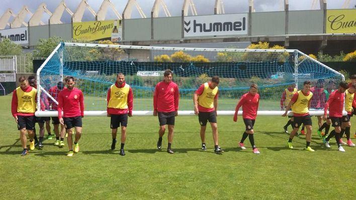 El Real Mallorca entrena bajo la lluvia en Valladolid