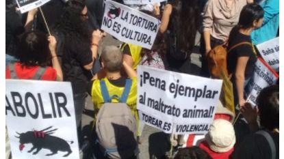 Miles de personas se manifiestan en Madrid contra la tauromaquia