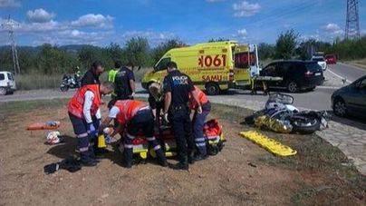 Un adolescente de 16 años se encuentra grave tras de sufrir un accidente de moto