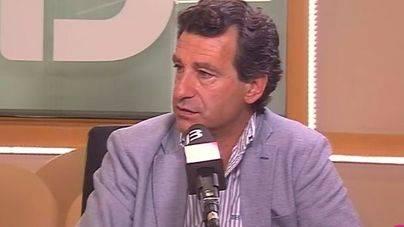 Un momento de la entrevista en IB3 Ràdio
