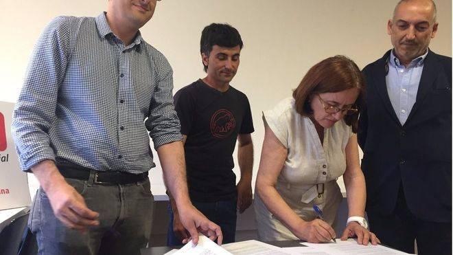Momento de la firma del manifiesto