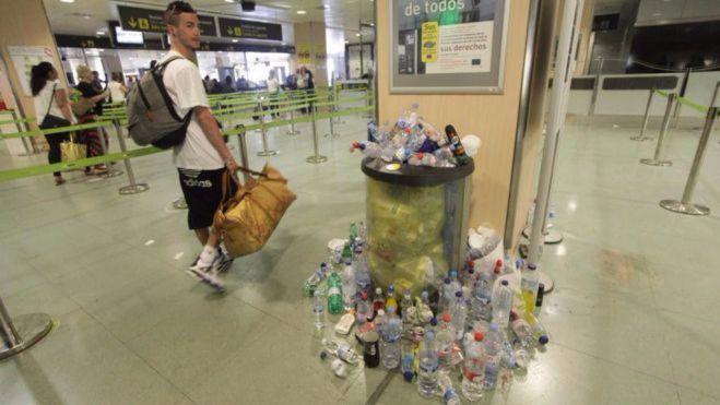 La situación en todo el aeropuerto de Ibiza es completamente insalubre