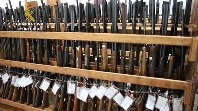 La Guardia Civil organiza una subasta de armas