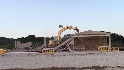 Los chiringuitos desmontables de Es Trenc se tendrán que colocar a seis metros de las dunas