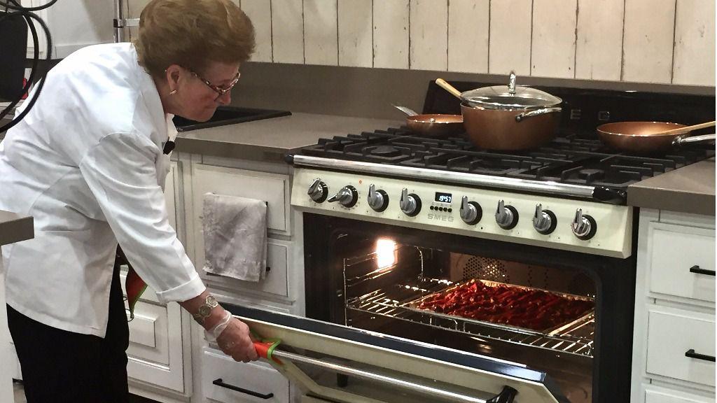 Maria gibert la abuela youtuber presenta las nuevas for Muebles de cocina bauhaus