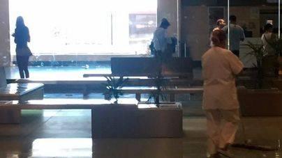 Las limpiadoras del Aeropuerto aún no han cobrado pero trabajan