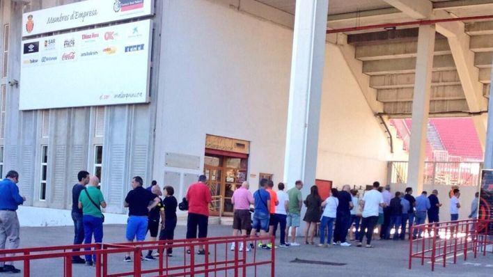 El Mallorca reparte más de 7.000 entradas a los abonados en Son Moix