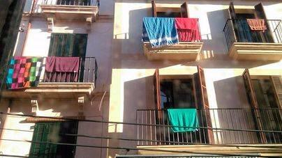 Ciutat per a qui l'habita delata con una foto a un edificio de Sindicat 'sospechoso' de alquileres turísticos