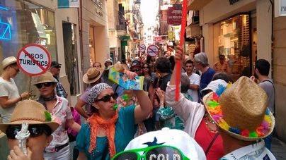 Los lectores creen que iniciativas como el 'carril guiri' daña la imagen turística de Balears