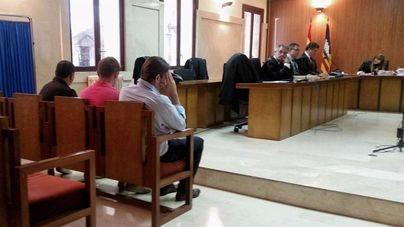 Seis meses para los tres acusados de agresión sexual en Campos
