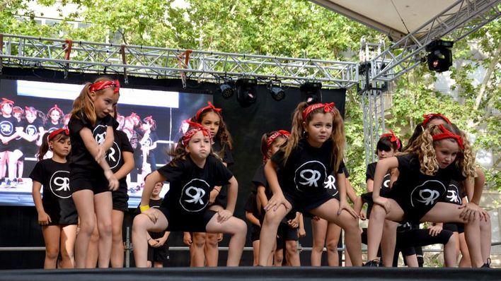 La Plaza Ramon Llull se llena de coreografías y música con Manacor Balla