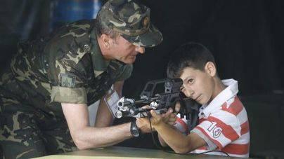 Cort culpa 'al ejército español' por las fotos de niños con armas el Día de las Fuerzas Armadas
