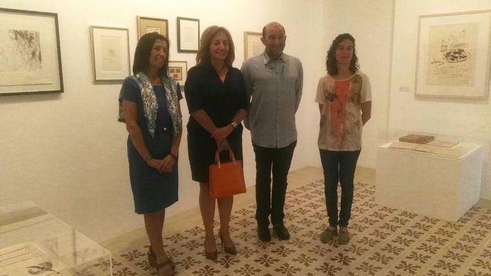 La consellera de Cultura visita la exposición sobre la amistad de Picasso y Miró